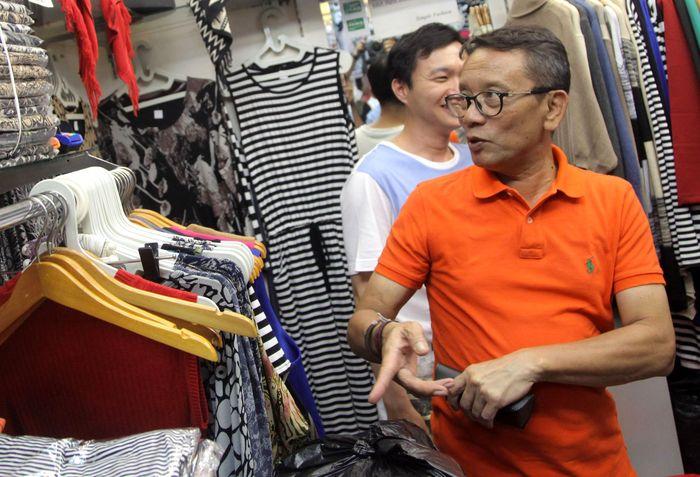 Setelah beberapa waktu lalu berkunjung atau blusukan ke Pasar Tanah Abang, Dirjen Pajak Ken Dwijugiasteadi kini melakukan kunjungan ke Kawasan Perbelanjaan ITC Mangga Dua, Jakarta, Selasa (1/11/2016).