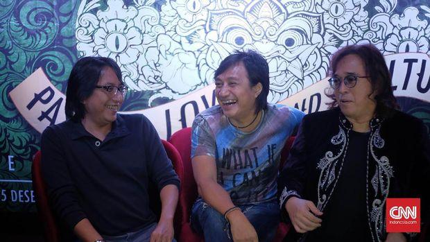 KLa Project mengaku bahwa Katon adalah 'dalang' di balik lirik-lirik band itu yang sastrawi.