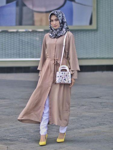 Padu Padan Jilbab Motif Bunga Dari Indah Nada Puspita Hingga Lulu