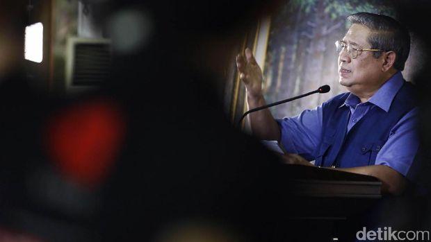 SBY menggelar konferensi pers terkait isu terkini di kediamanya di Cikeas, Bogor, Jawa Barat, Rabu (2/11/2016). (Foto: Rachman Haryanto/detikcom)