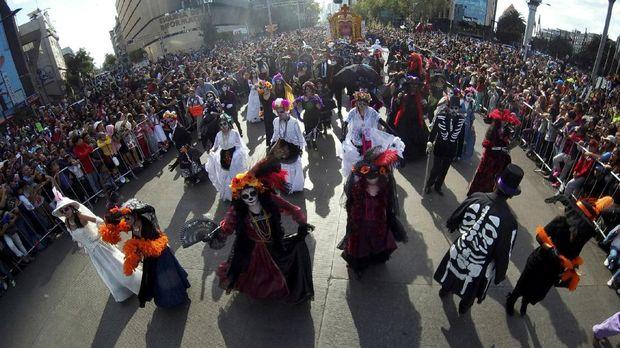 Berpesta Merayakan Hari Kematian di Meksiko