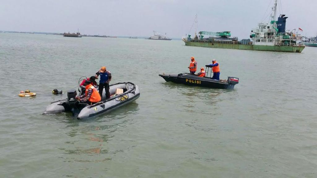 Penumpang Kapal Terbakar di Karimunjawa Dievakuasi ke Pelabuhan Kumai