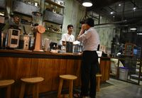 Coffee Smith: Enaknya Menikmati Kopi Filter Flores dengan Chicken Steak Bumbu Kopi