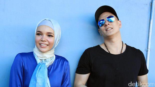 Dewi Sandra dan Betrand Antolin saat ditemui di Studio Trans TV