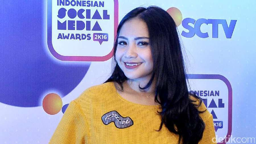 Happy-nya Nagita Slavina Bersama Rafathar