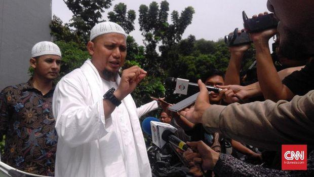 Jokowi Jenguk dan Doakan Arifin Ilham Lekas Sembuh