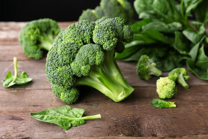 Satu mangkuk brokoli mengandung 30 kalori. Tidak hanya itu, brokoli juga tinggi kandungan serat dan polyphenol, jenis antioksidan yang mampu menyerap radikal bebas di tubuh Anda. (Foto: Thinkstock)