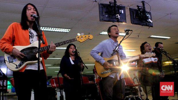 ERK membuat lagu berjudul 'Hilang.'