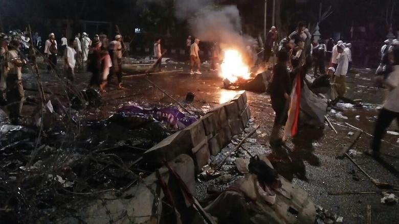 Rusuh 4 November, Polri: 21 Kendaraan Rusak dan Dibakar, 8 Aparat Luka Berat