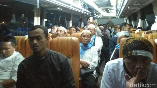 Massa Santri Darrut Tauhid Bertolak ke Jakarta Ikut Aksi Demo 4 November
