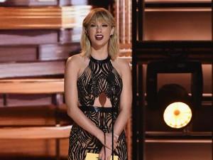 Buktikan Tidak Hamil, Taylor Swift Pamer Perut Langsing dengan Gaun Seksi