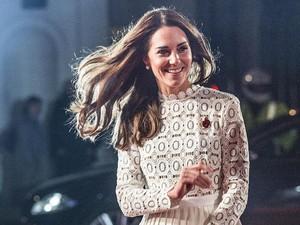 Tampil Stylish di Hari Natal ala Kate Middleton, Curi Inspirasinya!