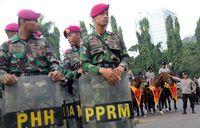 Polisi Berkuda Siap Jaga Pendemo Di Istana