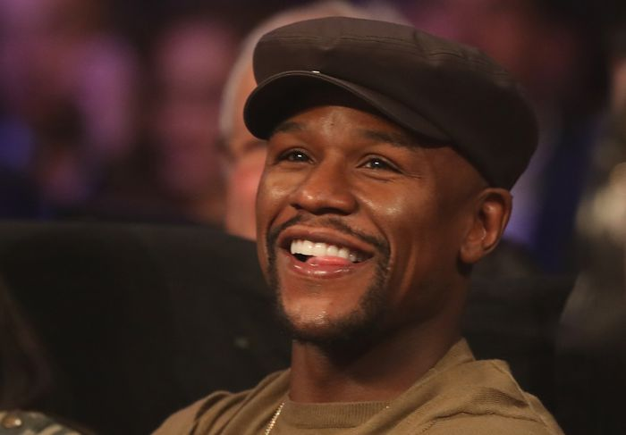 LAS VEGAS, NV - NOVEMBER 05:   Floyd Mayweather Jr. watches ringside during the WBO featherweight championship fight between Oscar Valdez of Mexico and Osawa Hiroshige of Japan at the Thomas & Mack Center on November 5, 2016 in Las Vegas, Nevada. (Photo by Christian Petersen/Getty Images)