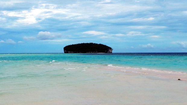 Pemandangan Pasir Timbul dan pulau yang berada di dekatnya (Wahyu/detikTravel)