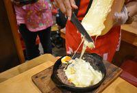Ichiro Ramen Market: Wah, Mulur Gurih Ramen Berkuah Kental dengan Lelehan Keju Raclette!