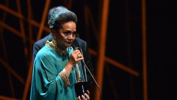 Christine Hakim Menangis Ingat Komitmen Negara untuk Film
