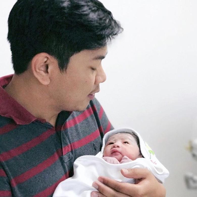 Nina Zatulini Lahirkan Anak Pertama