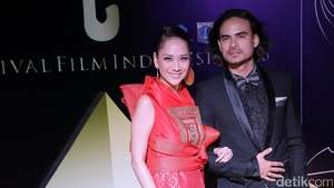 Love Is In The Air! Kemesraan Para Pasangan Selebriti