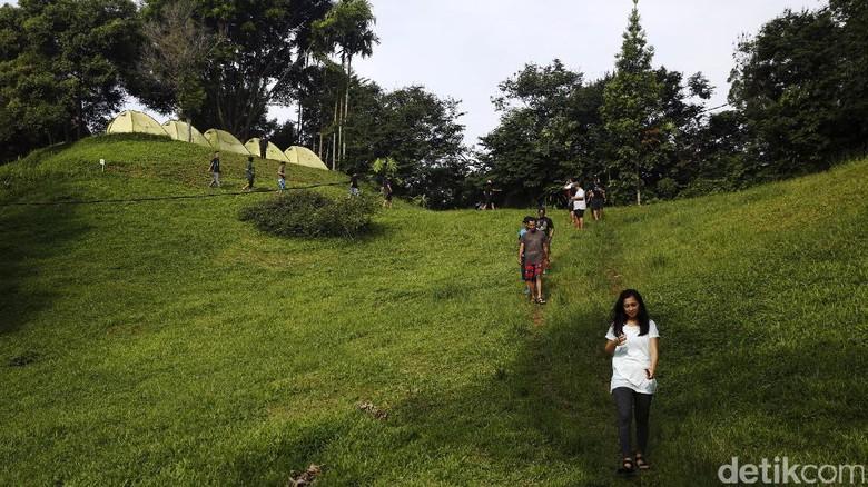 Padatnya aktivitas di ibukota membuat diri kita butuh refreshing. Untuk mendapatkannya, traveler tak perlu pergi jauh-jauh. Coba saja glamour camping di Tanakita, Sukabumi.