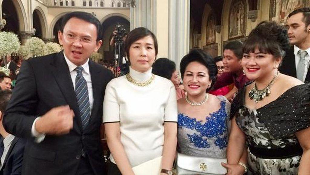 Di Sela Blusukan Kampanye, Ahok Hadiri Pernikahan Sandra Dewi