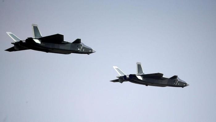 China memiliki jet tempur baru bernama J-20. Jet tempur itu menjadi simbol dari modernisasi dan peningkatan kemampuan militer China.
