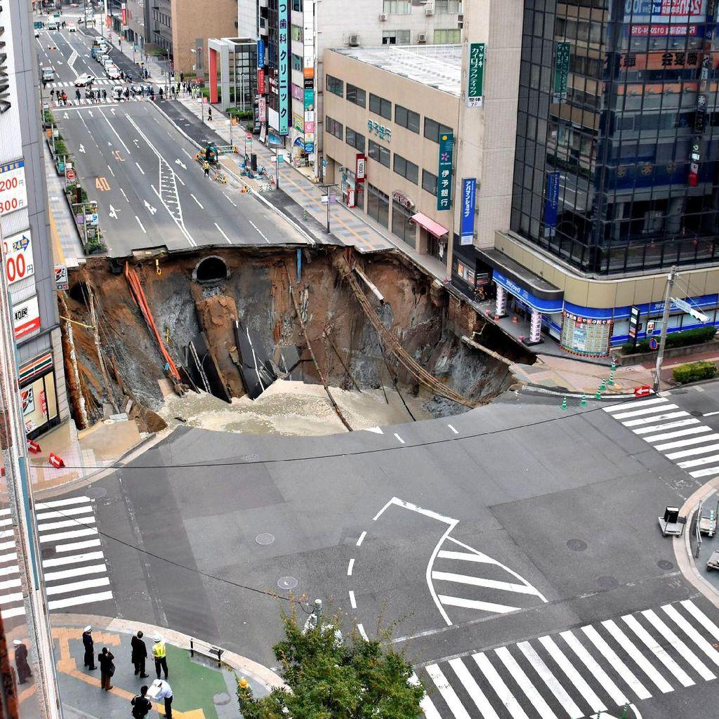 Jepang Cuma Butuh 2 Hari Perbaiki Jalan Ambles di Fukuoka