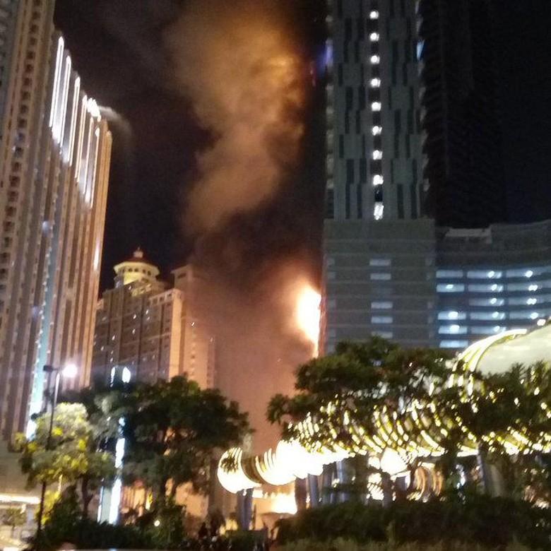 Gedung Neo Soho Tanjung Duren Terbakar