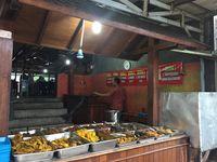 RM Aroma: Empuk Gurih Ayam Goreng dan Burung Marlon Bumbu Kuning dari Bogor