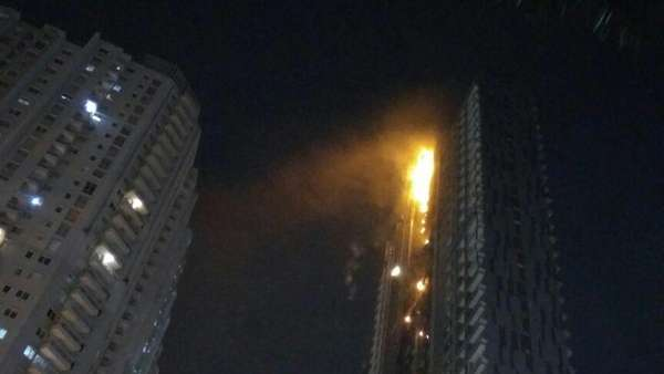 Angin Kencang Sempat Hambat Pemadaman Kebakaran Apartemen Neo Soho