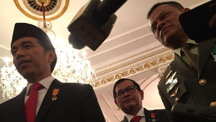 Presiden Jokowi, Seskab Pramono Anung, dan Panglima TNI Jenderal Gatot Nurmantyo. Foto: Ray Jordan/ detikcom