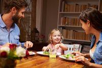 Tiru 5 Trik Perkenalkan Makanan Baru pada Anak Agar Menarik Selera