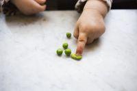 Si kecil dan sayuran.