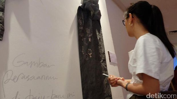 Pameran 'WUSINWUG': Seni Bercampur Aduk dengan Fashion Eksperimental!