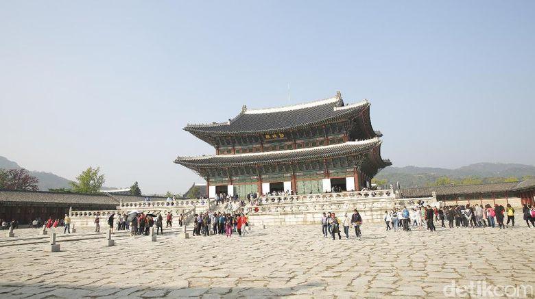 Objek wisata Istana Gyeongbokgung di Seoul
