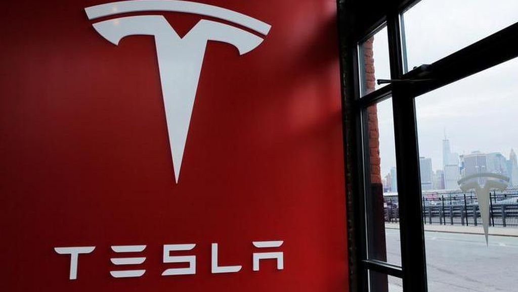 Bikin Gagal Paham, Autopilot Tesla Kena Protes di Jerman