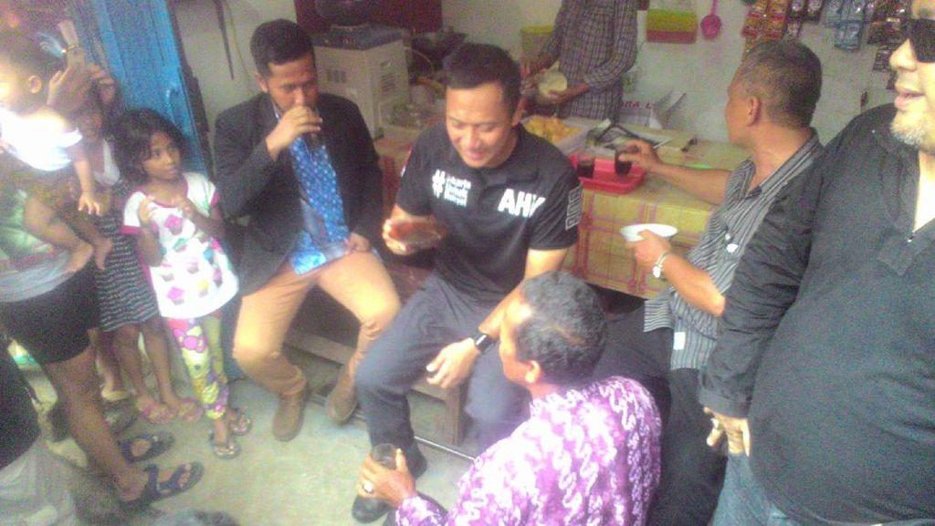 Saat Agus Yudhoyono Ngopi Sambil Dengar Keluhan Warga di Kebagusan