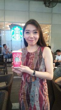 Desain Kreasi Flo Terpilih Jadi Salah Satu Desain Red Cup Starbucks Internasional