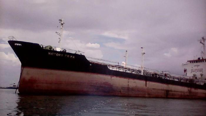kapal tabrakan di belawan