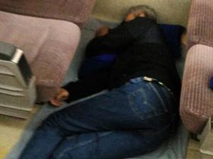 Cerita Gubernur Ganjar Soal Foto Tidur di Lantai Gerbong Kereta yang Viral