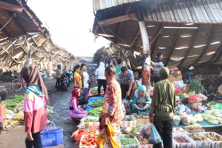 Nekat Jualan di Bekas Kebakaran, Pedagang Pasar Baru ...