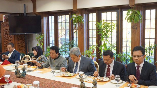 Delegasi DPR sarapan bersama Dubes Sonny di Wisma Indonesia