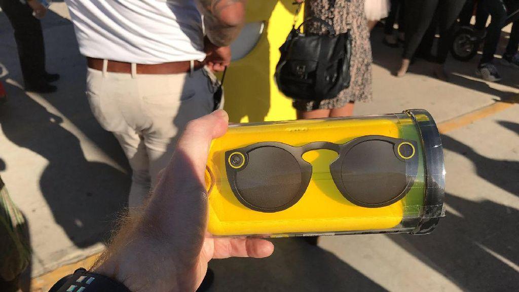 Peluncuran dan penjualan perdana kacamata pintar Spectales dilakukan di Venice Beach, Los Angeles, Amerika Serikat (AS) dengan cara yang tidak biasa. Foto: Istimewa