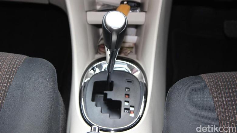 Tuas transmisi mobil matic Toyota Sienta Foto: M Luthfi Andika