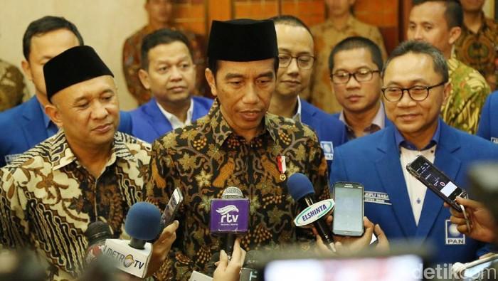 Foto: Jokowi saat bersama Zulkifli Hasan (kanan). (Rachman Haryanto/detikcom).