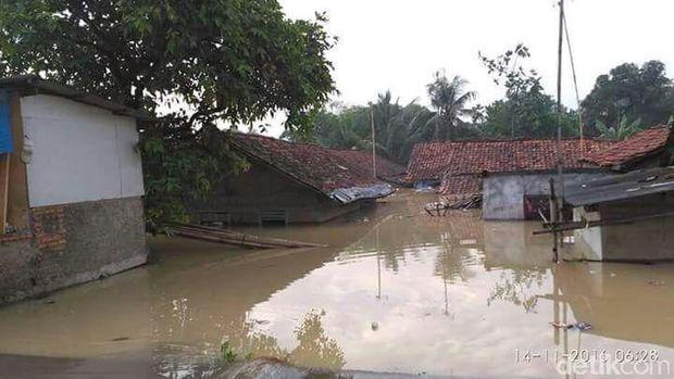 Kondisi banjir di Karawang, Senin (14/11/2016)