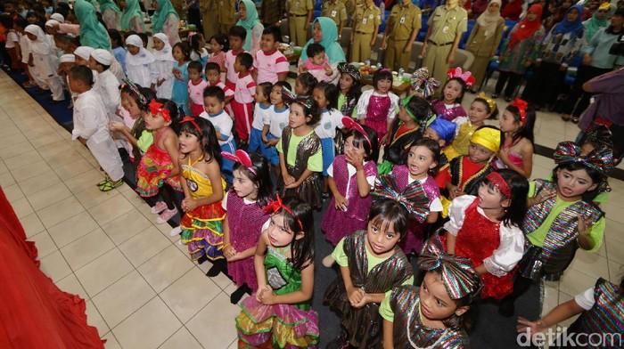 Jakarta International Container Terminal luncurkan program pengembangan dan peningkatan mutu Pendidikan Anak Usia Dini di Jakarta Utara. Ini foto-fotonya.