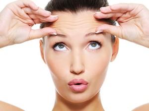 7 Cara Ampuh Hilangkan Kerutan Bawah Mata Tanpa ke Klinik Kecantikan