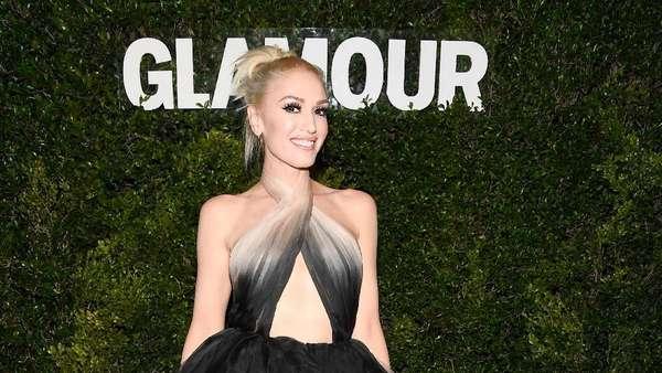 Gwen Stefani Tampil Cetar dengan Gaun Ombre