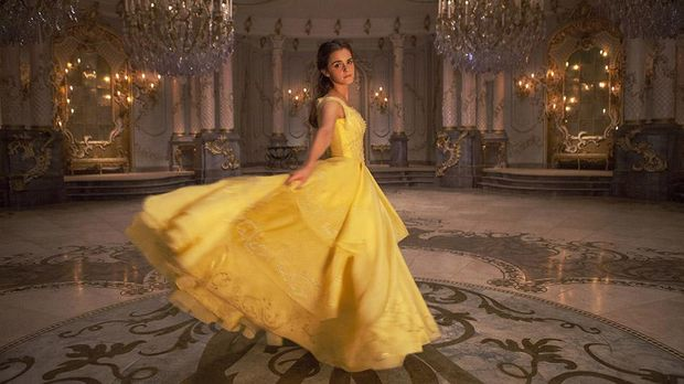 Reaksi Emma Watson Bertemu Anak Kecil Dandan Ala Belle Beauty and The Beast